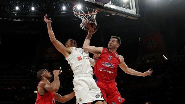 Basketbol THY Avrupa Ligi Dörtlü Finali'nde Real Madrid'i 95-90 yenen CSKA Moskova, finale yükseldi ve Anadolu Efes'in rakibi oldu. - Sputnik Türkiye