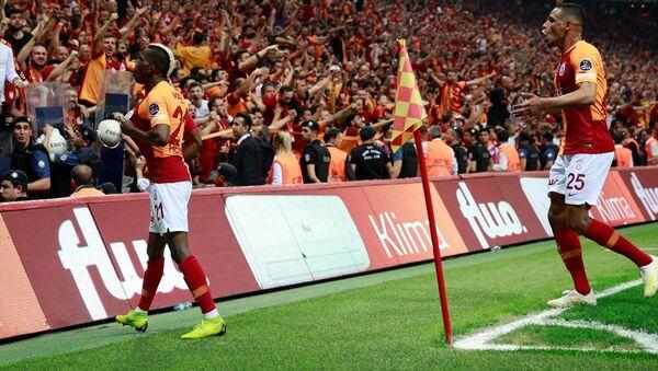 Spor Toto Süper Lig'de Galatasaray ile Medipol Başakşehir, Türk Telekom Stadı'nda karşı karşıya geldi. Galatasaray'ın golünü atan Henry Onyekuru gol sevincini takım arkadaşlarıyla paylaştı. - Sputnik Türkiye