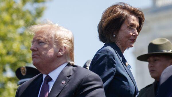 ABD Başkanı Donald Trump ile Temsilciler Meclisi'nin Demokrat Başkanı Nancy Pelosi  - Sputnik Türkiye