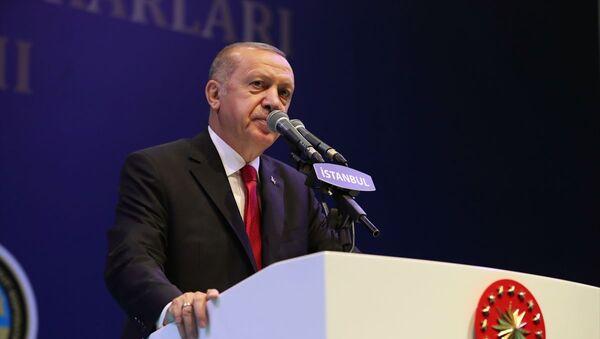 Türkiye Cumhurbaşkanı Recep Tayyip Erdoğan, Avrasya Gösteri ve Sanat Merkezi'nde gerçekleştirilen İstanbul Esnaf ve Sanatkarları İftar Programına katılarak konuşma yaptı. - Sputnik Türkiye