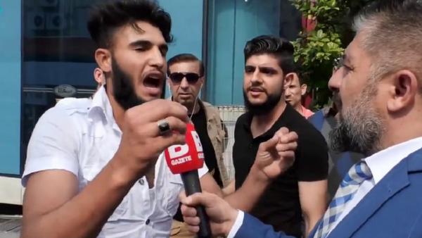 Bursa'da sokak röportajında 'Kafa keseceğim' diyen kişi gözaltına alındı - Sputnik Türkiye