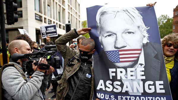 Julian Assange için İngiltere'de düzenlenen bir eylem - Sputnik Türkiye