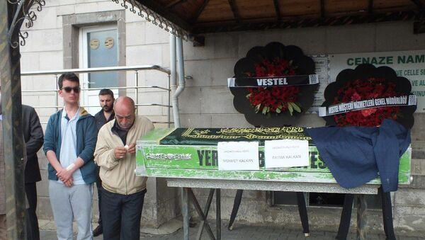 Siyanür içirilerek öldürülen anne ve babanın cenazesi - Sputnik Türkiye