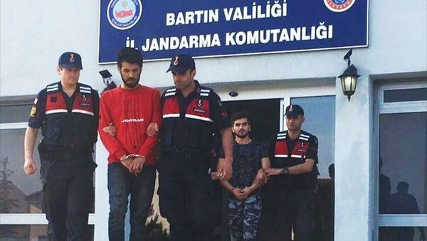 Bartın'da kendilerini emniyet müdürü olarak tanıtıp telefonla dolandırıcılık yaptığı iddia edilen iki üniversite öğrencisi suçüstü yakalandı. - Sputnik Türkiye