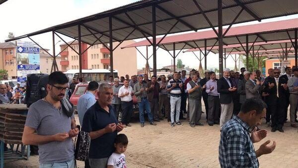 Sivas'ın Kangal ilçesinde uzun süredir beklenen yağmur yağmayınca halk yağmur duasına çıktı.  - Sputnik Türkiye