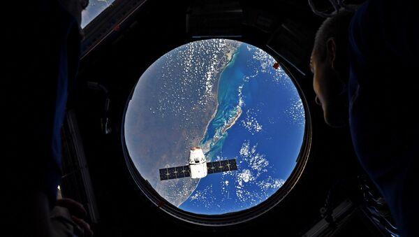 Dragon yük gemisini taşıyan Falcon 9 roketi, Cape Canaveral Hava Kuvvetleri Üssü'nden fırlatıldı. Dragon, Uluslararası Uzay İstasyonu'na yük taşıyor. - Sputnik Türkiye