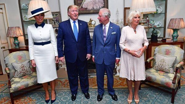 Trump ile Kraliçe 2. Elizabeth bir araya geldi - Sputnik Türkiye