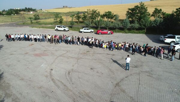 300 torunu bayramını kutlamak için sıraya girdi  - Sputnik Türkiye