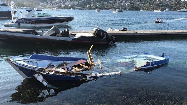Bodrum'da sürat teknesi gazetecileri taşıyan tekneye çarptı - Sputnik Türkiye