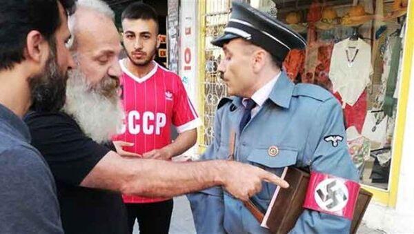 Kadıköy'de Hitler kostümüyle gezen kişiye vtepki - Sputnik Türkiye