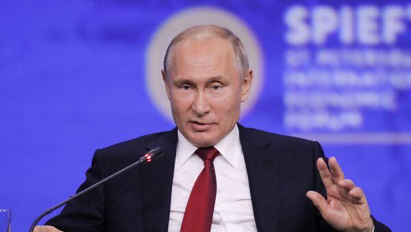 Rusya Devlet Başkanı Vladimir Putin St. Petersburg Uluslararası Ekonomi Forumu SPIEF 2019'a katıldı. - Sputnik Türkiye