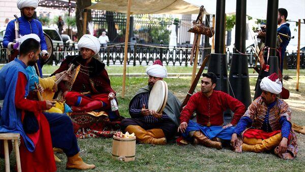 Rusya'nın başkenti Moskova'da temsili olarak sefer halindeki Osmanlı ordu karargahı kurulup, dönemin askeri hayatı sergilendi.  - Sputnik Türkiye
