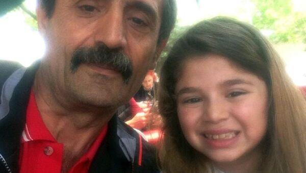 8 yaşındaki çocuğun su şişesinden alkol çıktı: 'Bayiden aldık, kapalıydı, şikayetçiyiz' - Sputnik Türkiye