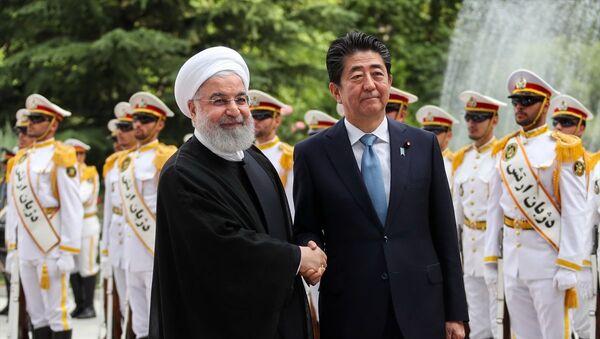 ran Cumhurbaşkanı Hasan Ruhani ve Japonya Başbakanı Abe Şinzo - Sputnik Türkiye