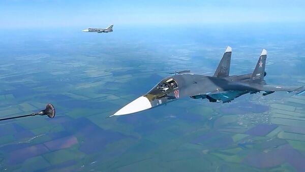 Rus savaş uçaklarının havada yakıt ikmali görüntülendi - Sputnik Türkiye