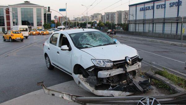 Güngören'de ters yönden tramvay yoluna giren otomobile tramvay çarptı. - Sputnik Türkiye