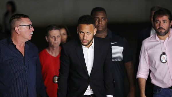 Brezilyalı futbolcu Neymar, hakkındaki tecavüz ve saldırı suçlamaları nedeniyle ifade verdi. - Sputnik Türkiye