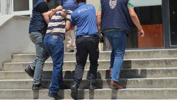 14 yaşındaki kızını hamile bırakan baba tutuklandı - Sputnik Türkiye