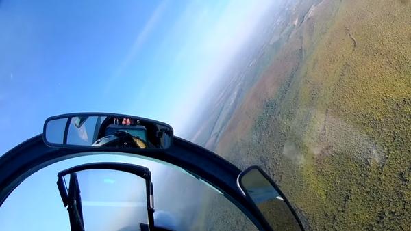 Su-27 ve Su-30 avcı uçaklarının alçak irtifa uçuşu  - Sputnik Türkiye
