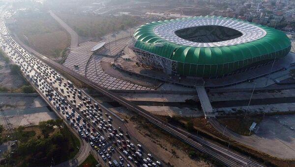 Bursasspor'da devam eden maddi sıkıntı stadyum ile 2 ayrı tesisin elektriklerinin kesilmesiyle tavan yaptı.  - Sputnik Türkiye
