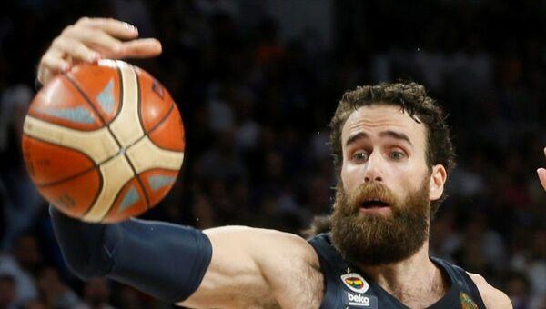 Tahincioğlu Basketbol Süper Ligi'nde Fenerbahçe Beko'nun Anadolu Efes'le oynadığı play-off final serisinin 5. maçında sarı-lacivertli basketbolcu Luigi Datome'nin kafasına aldığı darbeyle hafıza kaybı yaşadığı bildirildi. Hastaneye kaldırılan sarı-lacivertli basketbolcu Luigi Datome'nin sağlık durumunun iyi olduğu öğrenildi. - Sputnik Türkiye