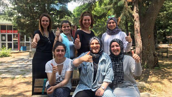 Kadın Ustalar projesi kapsamında yıl sonuna dek 80 bini kadın usta yetişecek. - Sputnik Türkiye