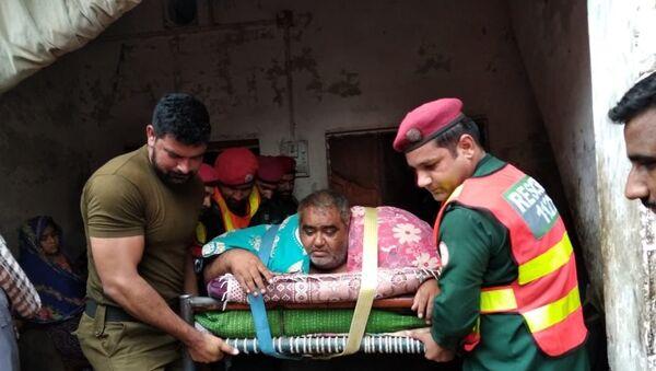 300 kiloluk obez adam askeri helikopterle hastaneye kaldırıldı - Sputnik Türkiye
