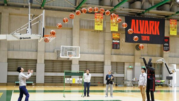 Toyota'nın, yüzde 100 sayı isabetiyle oynayan yapay zeka robot basketbolcusu CUE3, NBA oyuncularını bile kıskandıran bir performans sergiliyor. - Sputnik Türkiye