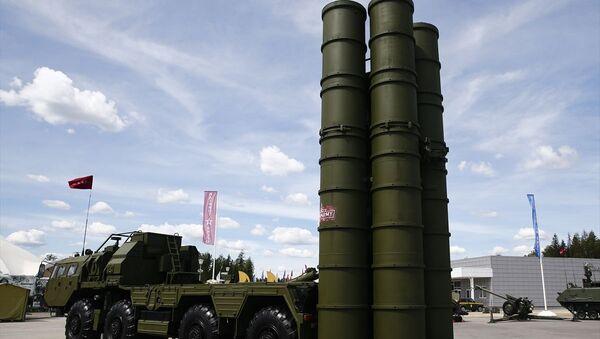 Yaklaşık bin 300 işletmenin 27 binden fazla askeri teknik ürününü tanıttığı fuarda, aralarında Türkiye, Azerbaycan, Çin, Hindistan ve Pakistan gibi ülkelerin savunma sanayisinden de örnekler gösterildi.  - Sputnik Türkiye
