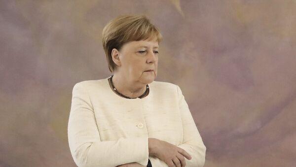 Almanya Başbakanı Angela Merkel yine titrerken görüldü - Sputnik Türkiye