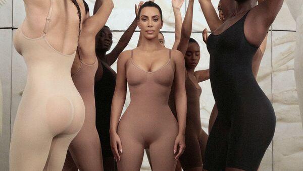 Kim Kardashian korse markasına Kimono adını verdi - Sputnik Türkiye