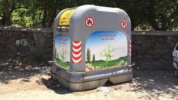 Elazığ, Karakoçan, bebek, çöp kutusu - Sputnik Türkiye