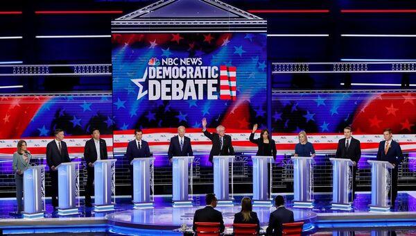 ABD'de Demokrat aday adayları canlı yayında kozlarını paylaştı - Sputnik Türkiye