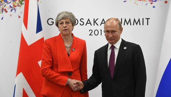 İngiltere Başbakanı Theresa May ve Rusya Devlet Başkanı Vladimir Putin - Sputnik Türkiye