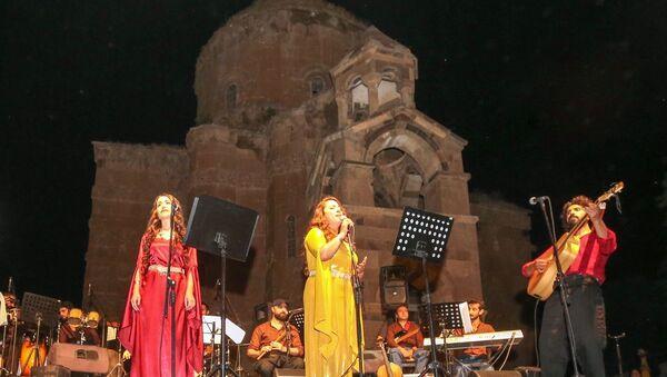 Akdamar Adası'nda çok dilli konser  - Sputnik Türkiye