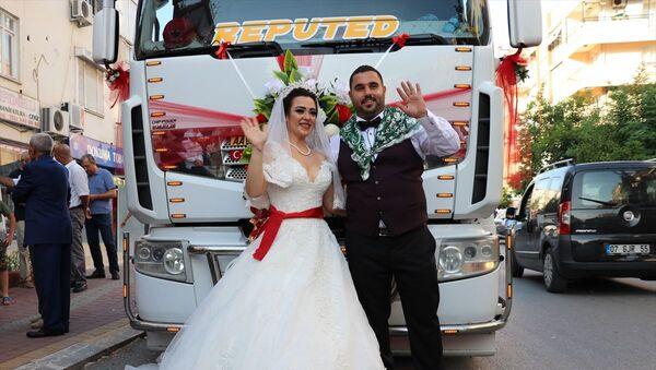Damat, düğününde tırı gelin arabası yaptı.  - Sputnik Türkiye