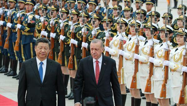 Cumhurbaşkanı Recep Tayyip Erdoğan, Çin Devlet Başkanı Şi Cinping tarafından resmi törenle karşılandı.  - Sputnik Türkiye