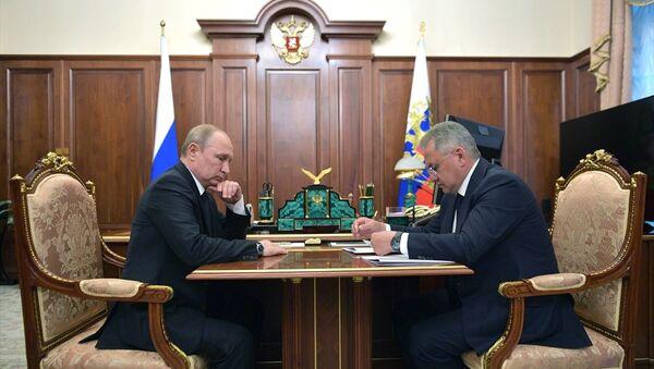 Rusya Devlet Başkanı Vladimir Putin, Savunma Bakanı Sergey Şoygu - Sputnik Türkiye