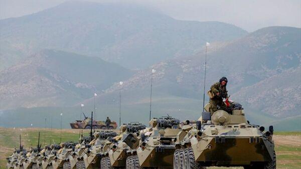 Rusya'nın yurt dışındaki en büyük üssü olan Tacikistan'daki 201. Rus askeri üssünde eğitim tatbikatı başladı. - Sputnik Türkiye