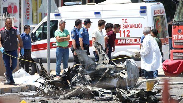 Hatay'ın Reyhanlı ilçesinde otomobilde meydana gelen patlama sonucu 3 kişi öldü. - Sputnik Türkiye