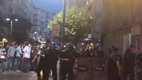 Kadıköy'de ODTÜ eylemine polis müdahalesi - Sputnik Türkiye