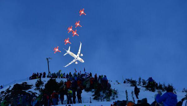 İsviçre Hava Kuvvetleri'nin akrobasi ekibi Patrouille Suisse  - Sputnik Türkiye