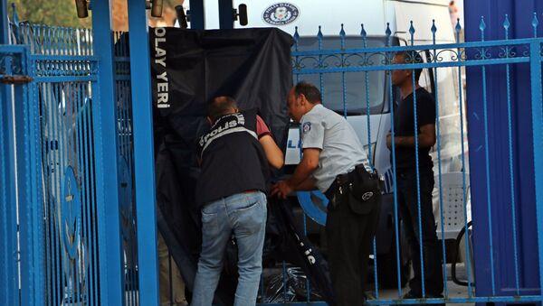 Antalya'da denizde boğazında plastik kelepçe takılı erkek cesedi bulundu - Sputnik Türkiye