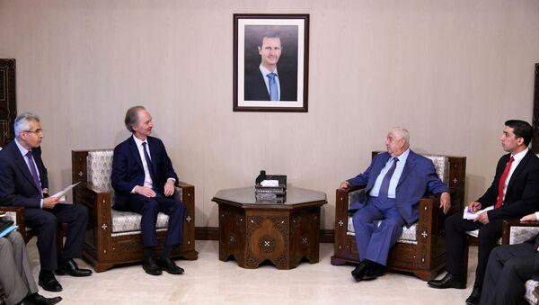 Birleşmiş Milletler (BM) Suriye Özel Temsilcisi Geir O. Pedersen ve Suriye Dışişleri Bakanı Velid Muallim - Sputnik Türkiye
