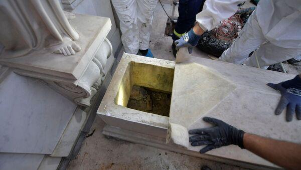 Vatikan'da kayıpOrlandiiçin açılan iki mezar boş çıktı - Sputnik Türkiye
