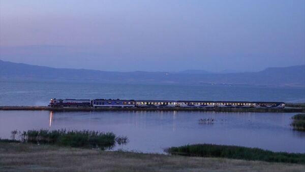 Tahran-Ankara arasında tren seferlerinin yeniden başlatılması kapsamında yapılan deneme seferinin ilk yolcuları Van'a ulaştı. - Sputnik Türkiye