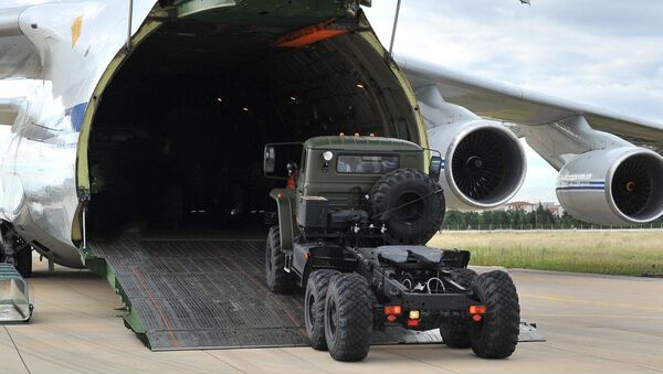 Rusya'dan alınan S-400 hava savunma sisteminin ilk parçaları Mürted Hava Meydanı'na teslim edildi. - Sputnik Türkiye
