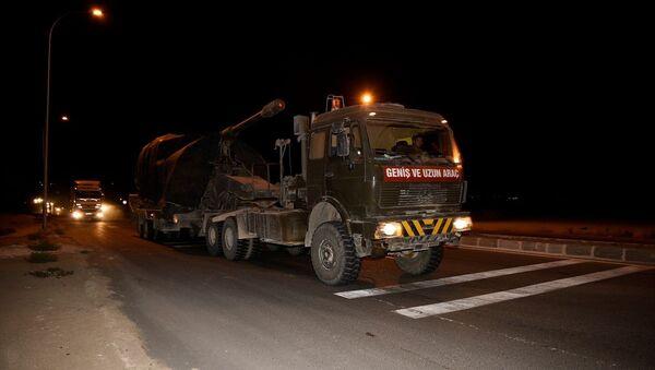Suriye sınırındaki birliklere takviye amacıyla gönderilen askeri konvoy Şanlıurfa'nın Ceylanpınar ilçesine ulaştı. - Sputnik Türkiye