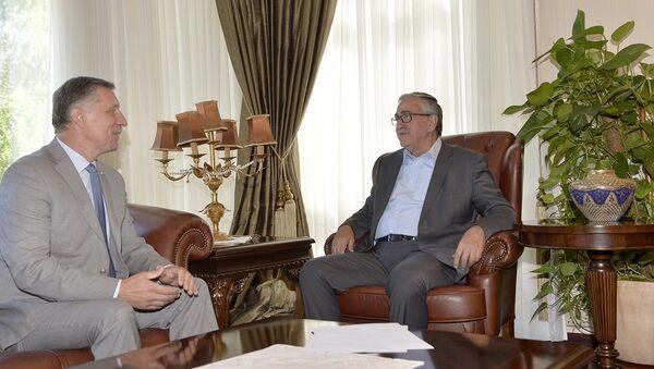 Kuzey Kıbrıs Cumhurbaşkanı Mustafa Akıncı - Rum yönetimi lideri Nikos Anastasiadis - Sputnik Türkiye