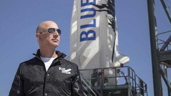 Milyarder iş adamı Jeff Bezos ve uzay teknolojileri geliştiren Blue Origin şirketi - Sputnik Türkiye